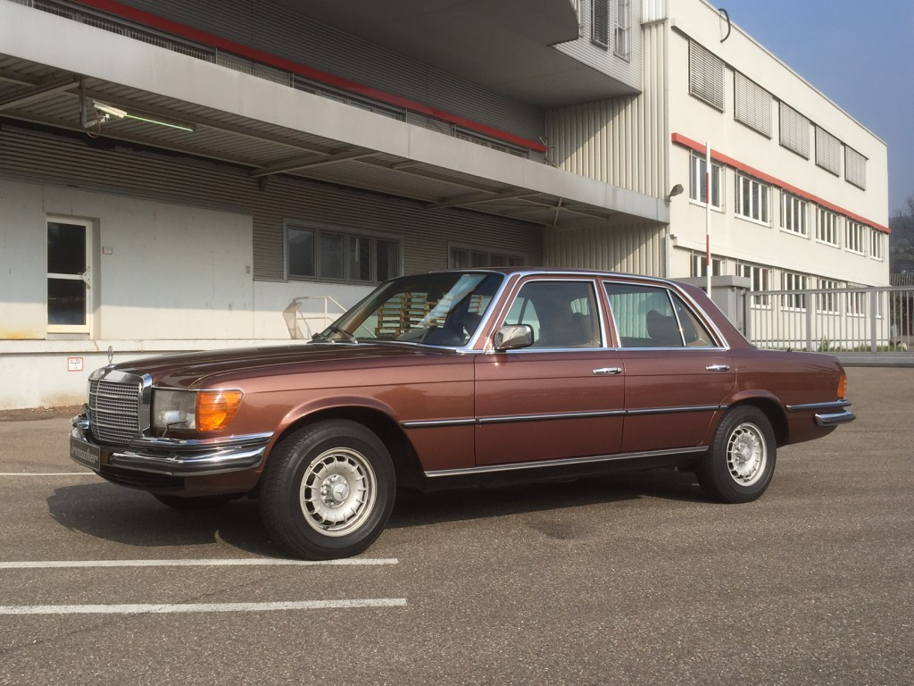 Mercedes_Benz_280_SE_Links